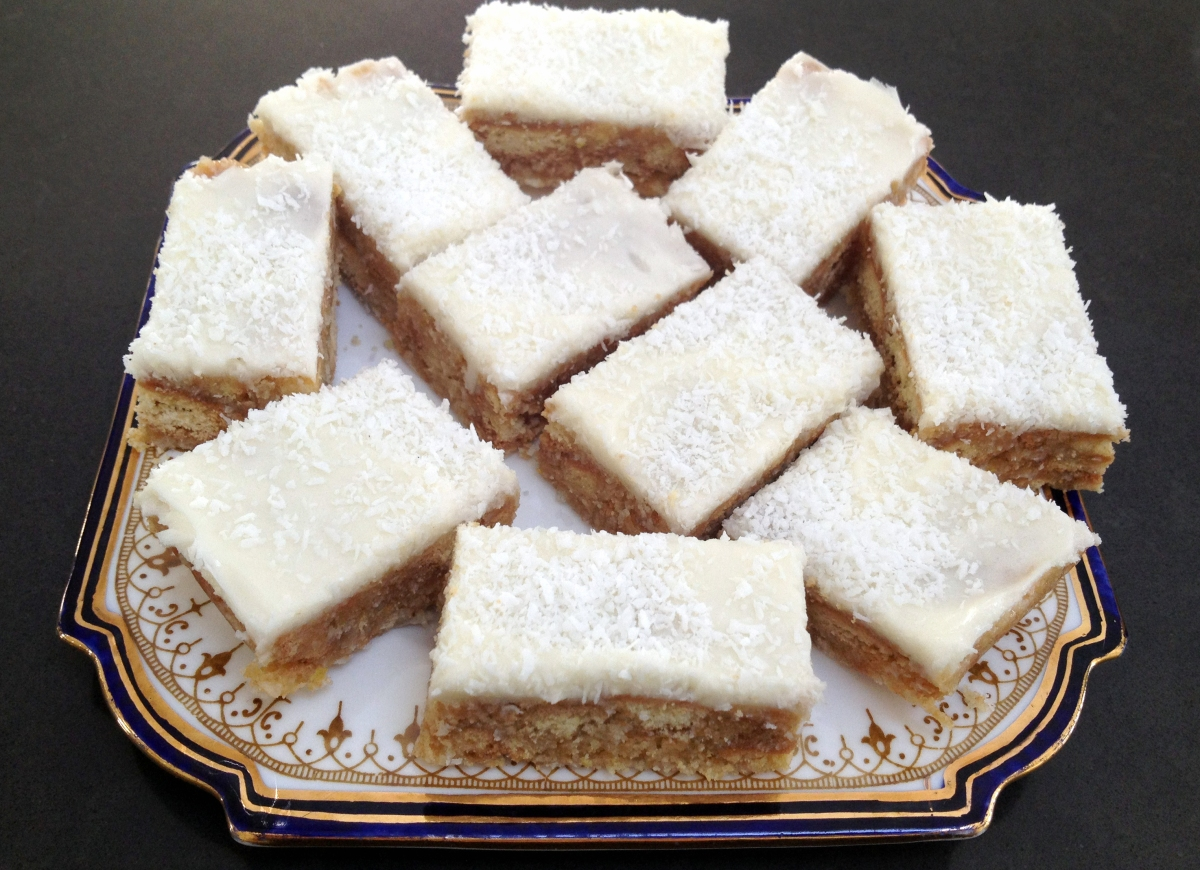 LUSCIOUS NO BAKE LEMON COCONUT SLICE | Please Pass the Recipe