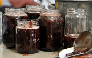 strawberry jam in jars 2