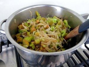 Green Tomato Pickles pot start