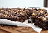 Brownie with crunchy hazelnut topping
