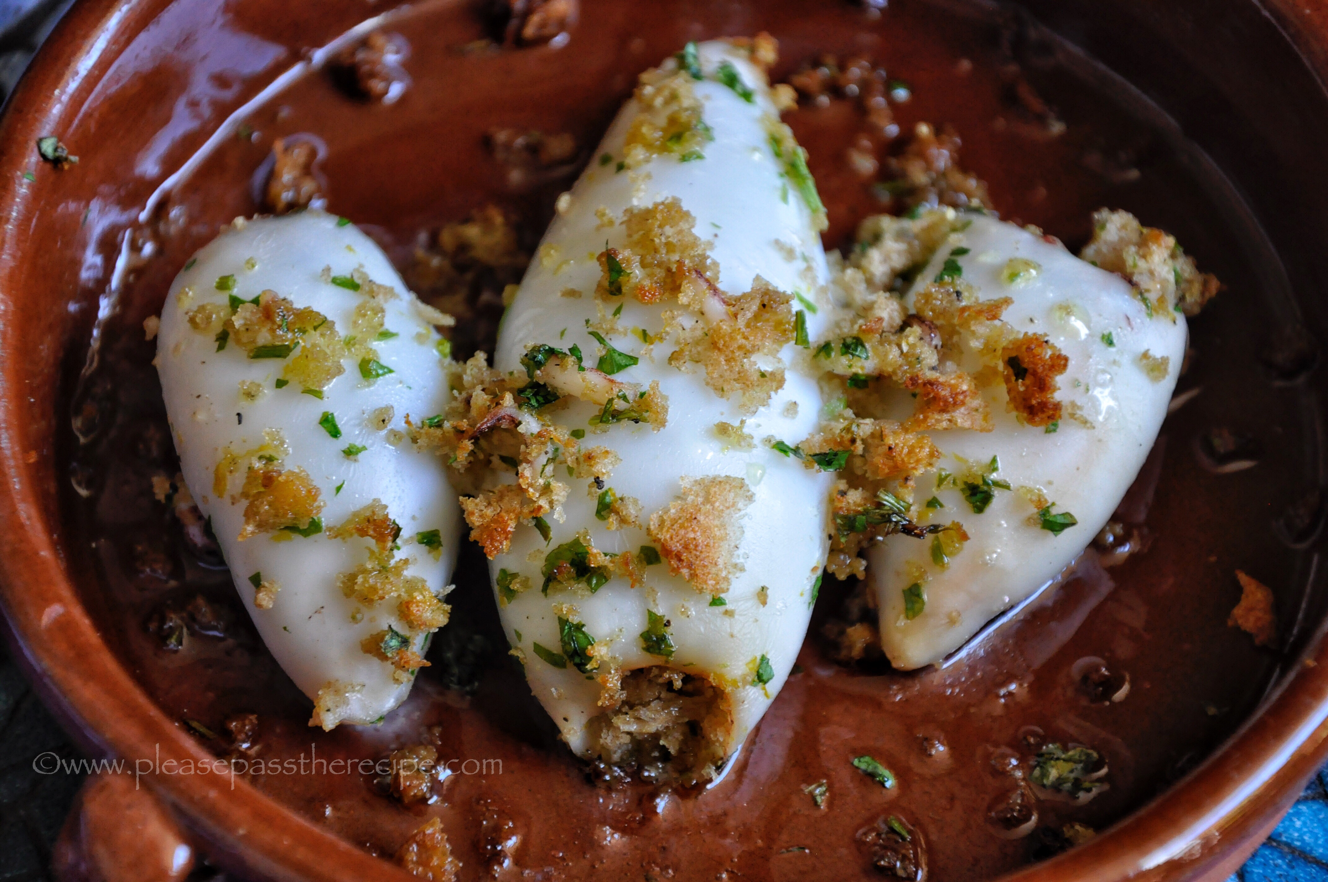 Stuffed squid in the oven: the best recipes 7